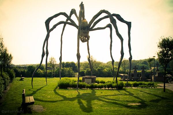 Beaufort 2006 - De spin op het graf van Ensor (Louise Bourgeois)