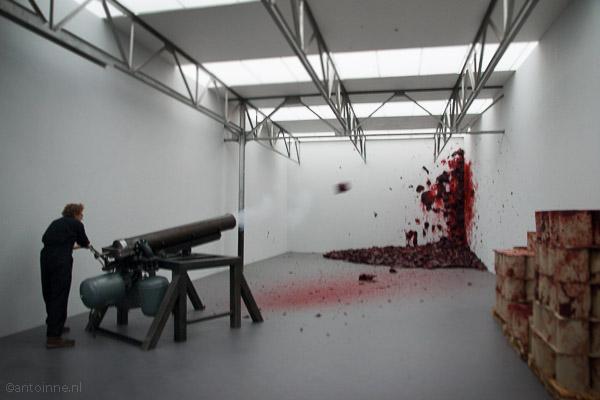 Shooting into the corner - Anish Kapoor, De Pont 2012 - DSC07116-2