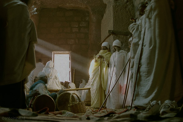 Zondagochtend, te kerk in Lalibela (2004) - LARGE19-4