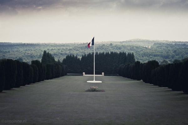 L-ossuaire-de-Douaumont - 20140710-DSLR-A700-DSC07466