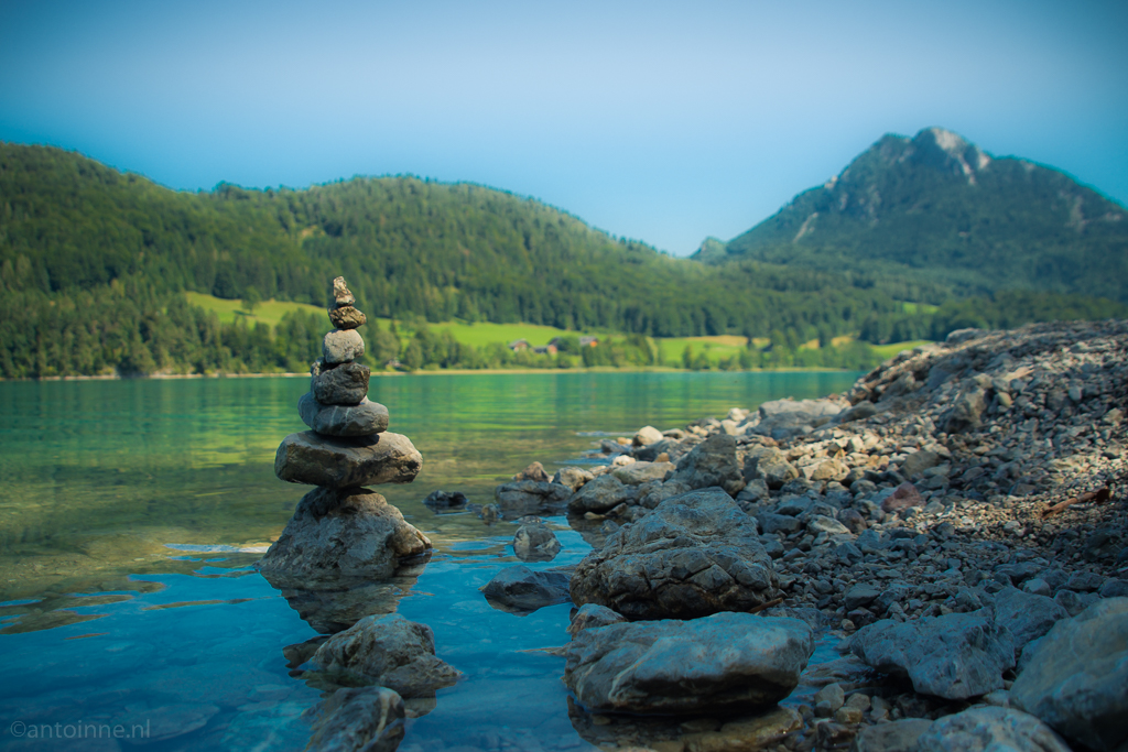 Trail marker (Rocks and water at Fuschlsee)