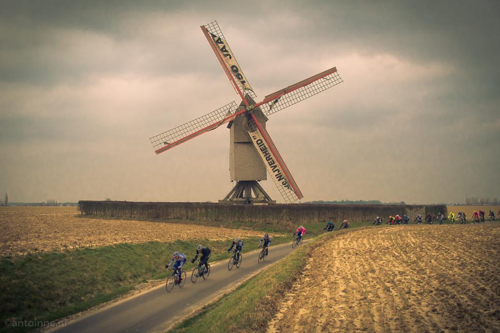Vinkemolen te Sint-Denijs-Boekel (Omloop Het Nieuwsblad, 2013)